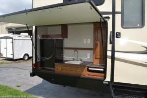 Superior Luxury Our Team Has Run Across A Few Campers With Outdoor Kitchens Complete Awesome Ideas
