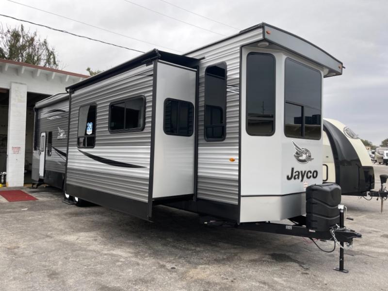 Jayco main destination trailer