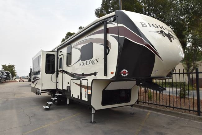 Top 5 Best Quality 5th Wheel Campers For Couples - RVingPlanet Blog