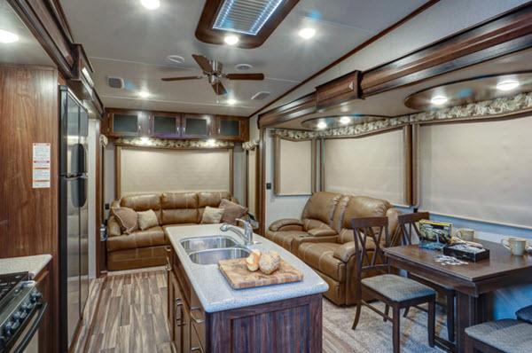 Top 5 Best Cozy Fifth Wheel Campers For Winter