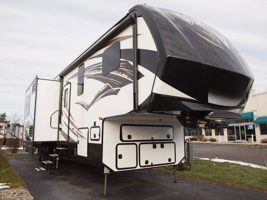 Top 5 Best Toy Hauler Fifth Wheel Campers | RVing Planet Blog